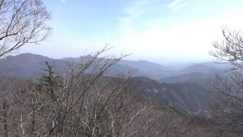三頭山の東峰展望台からの景色