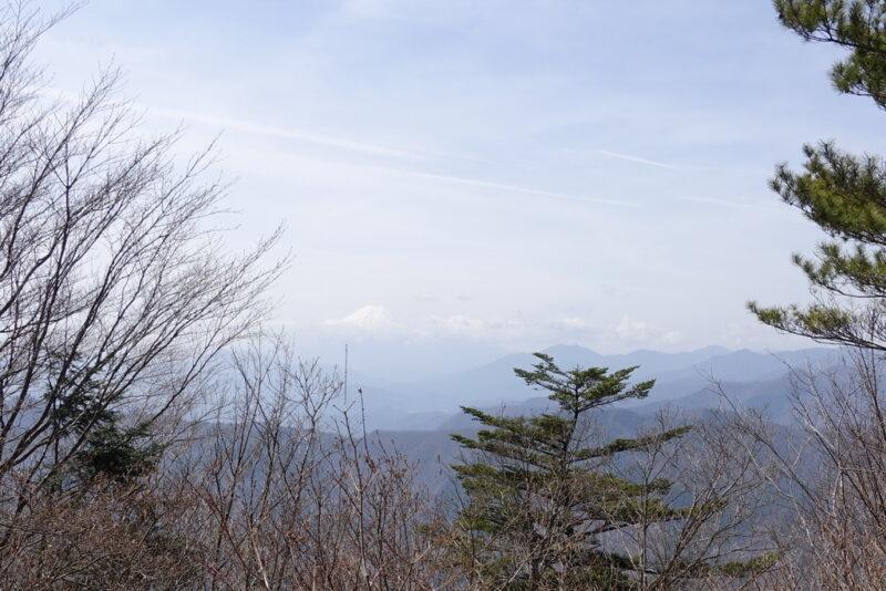 三頭山(西峰)からの景色(富士山)