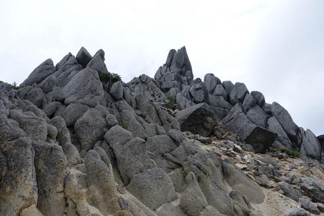 地蔵岳のオベリスク直下