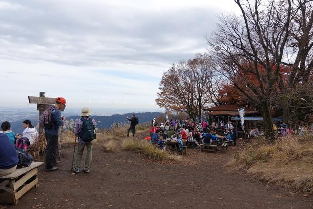 景信山の山頂付近