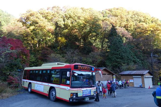 陣馬高原下バス停付近