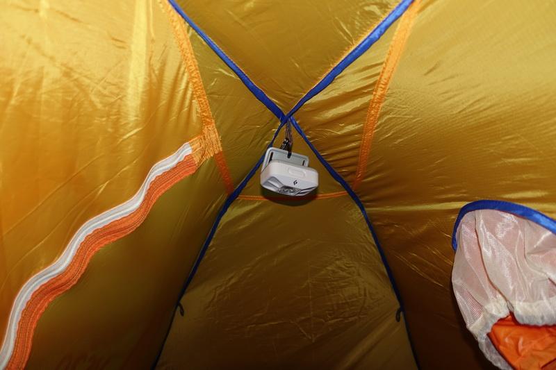 テント用ヘッドランプの吊るし方