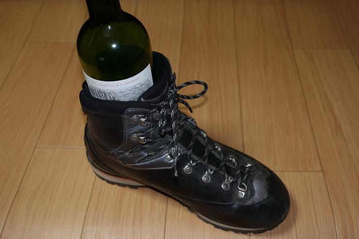 AKUフィッツロイとワインボトル