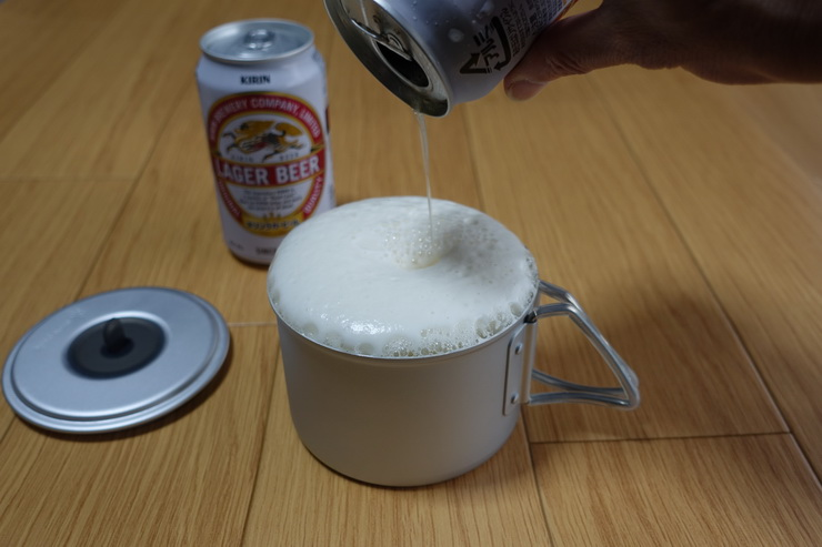 スノーピック・ソロセット焚(新型)のカップと缶ビール