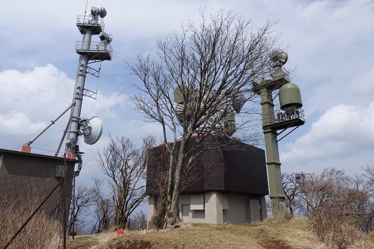 丹沢・大山の山頂(FMヨコハマ送信所)