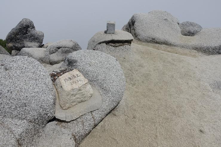 燕岳の山頂