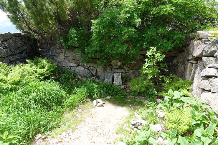 旧二股小屋跡