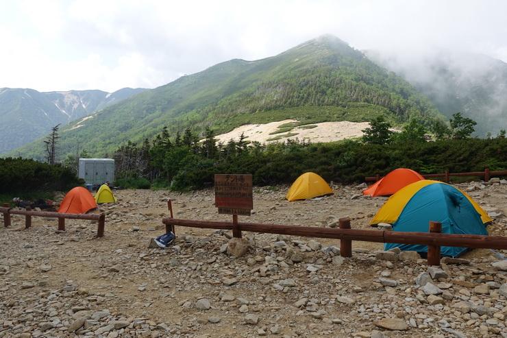 常念小屋のテント場