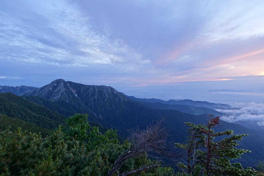 蝶ケ岳のテント場からの夜明け④