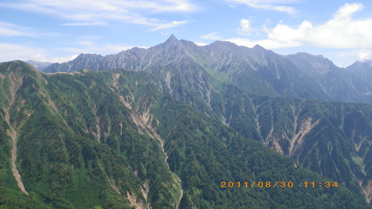 「弓折岳」付近から見た「槍ヶ岳」
