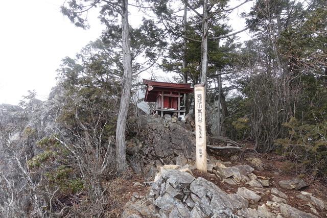 黒川鶏冠山の山頂