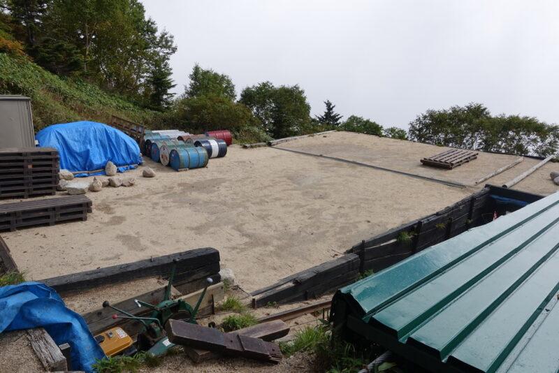 合戦小屋のテント場
