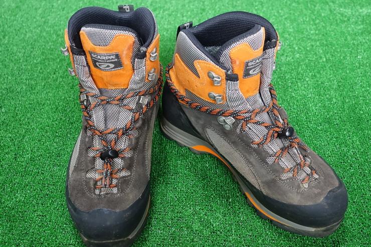 登山靴・靴紐にコードロック