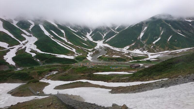 雷鳥沢キャンプ場への長い石段