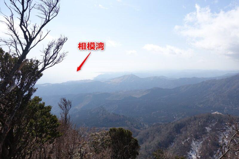 万二郎岳の山頂からの景色(相模湾方面)