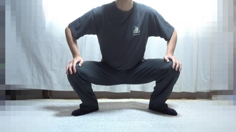 膝の屈伸(開脚)①