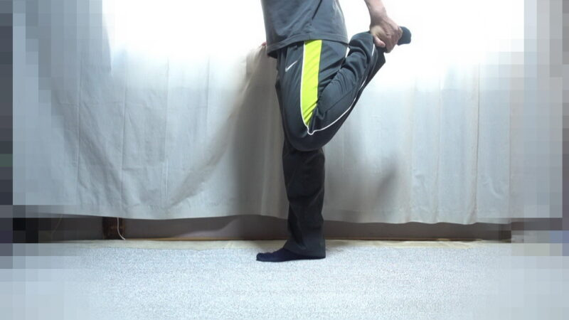 太もも表面のストレッチ【その1】(左足)