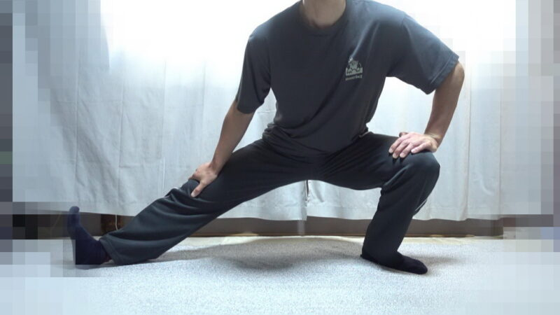 太もも裏側のストレッチ(右足)