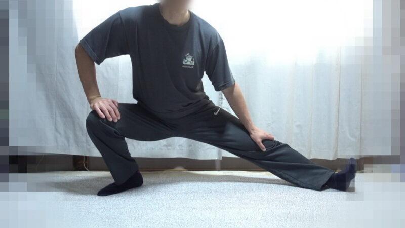 太もも裏側のストレッチ(左足)