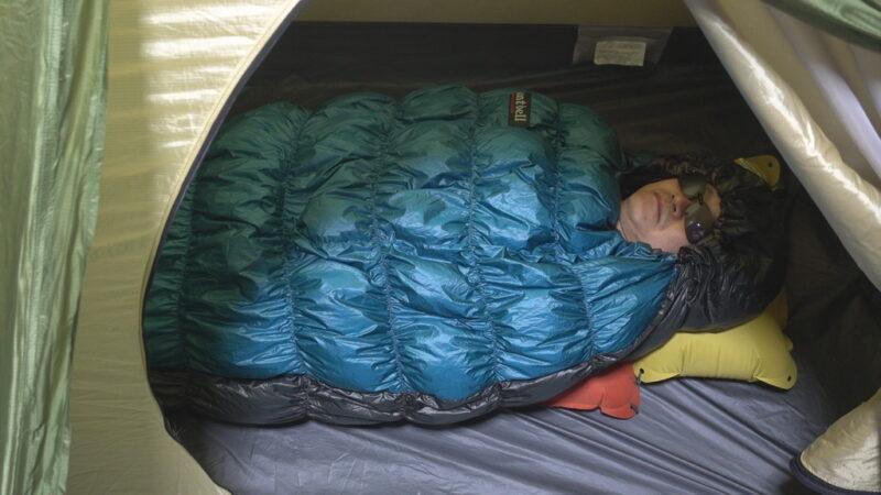 寝袋の基本体制(モンベル・U.L.ダウンハガー#3)