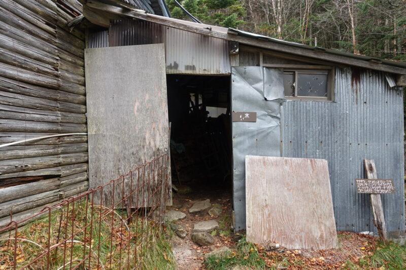 大弛小屋の水場