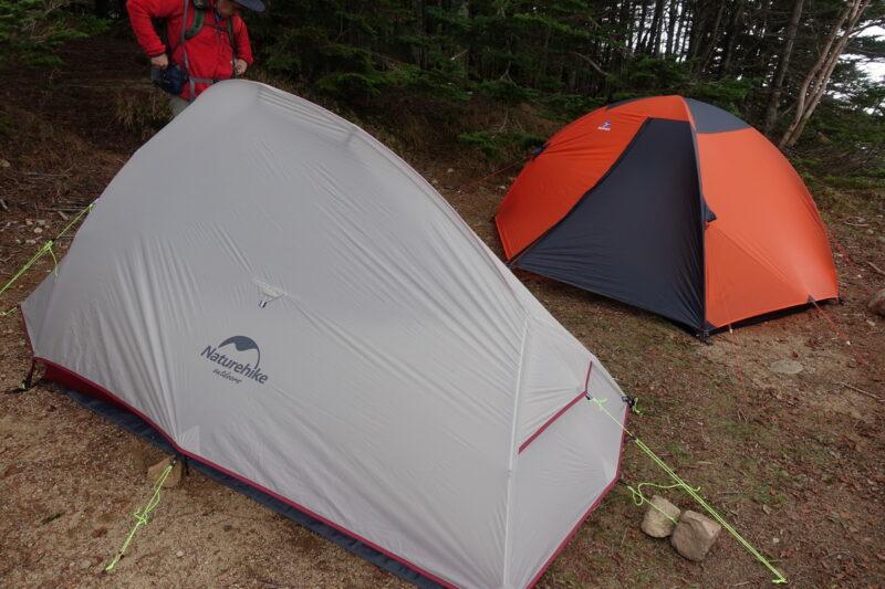 大弛小屋のテント場~テント設営