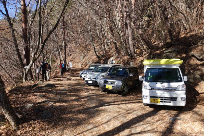 日向山・矢立石登山口付近の駐車スペース