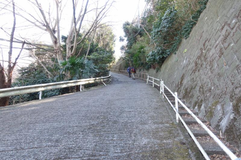 葉山教会の坂道