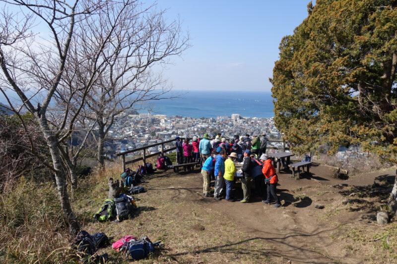 仙元山の山頂の西側テラス