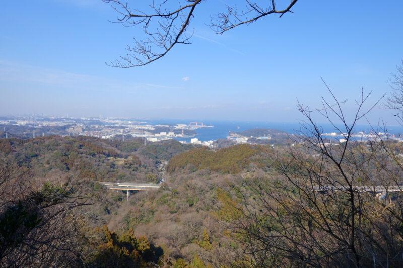 乳頭山の山頂から横須賀港