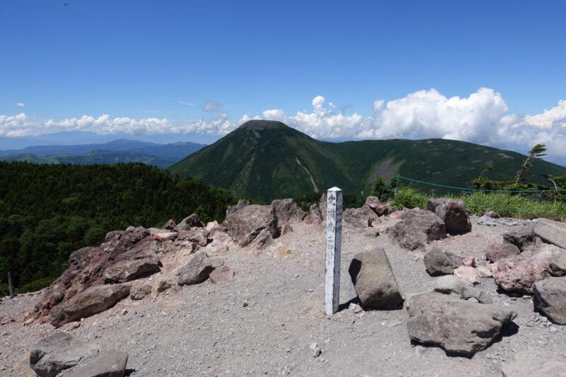 北横岳北峰の山頂から蓼科山