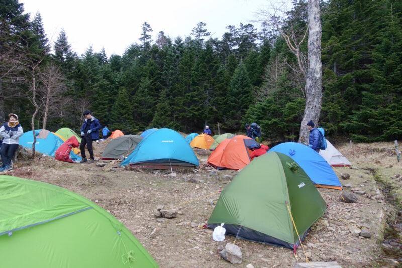 オーレン小屋のテント場(上段)