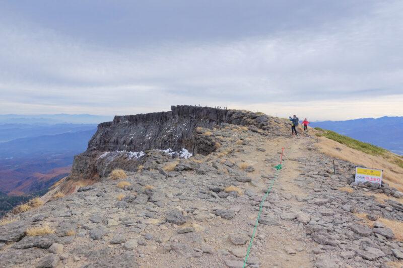 硫黄岳の山頂(爆裂火口)