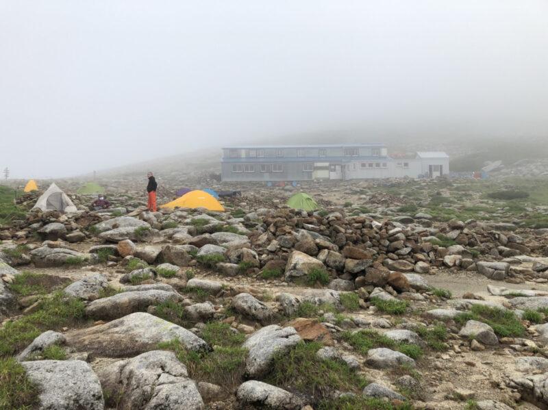 駒ケ岳頂上山荘とテント場