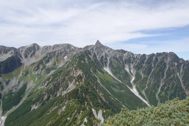 西岳山頂から見た槍ヶ岳