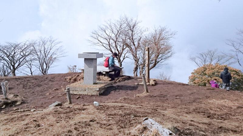 鍋割山の山頂