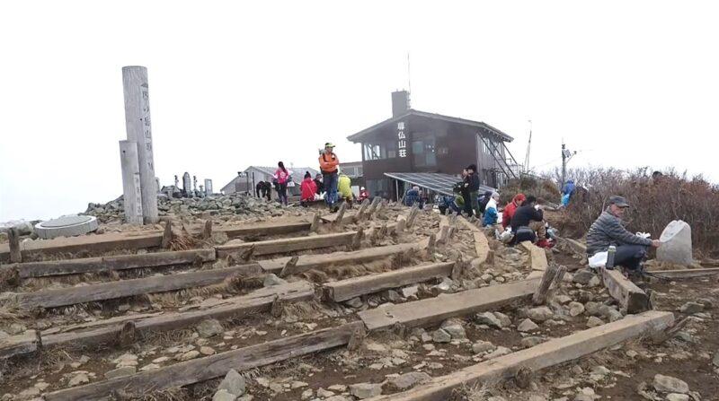 塔ノ岳の山頂(東側)