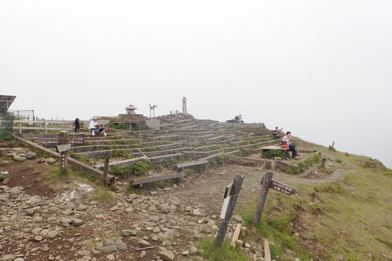 塔ノ岳の山頂(西側)